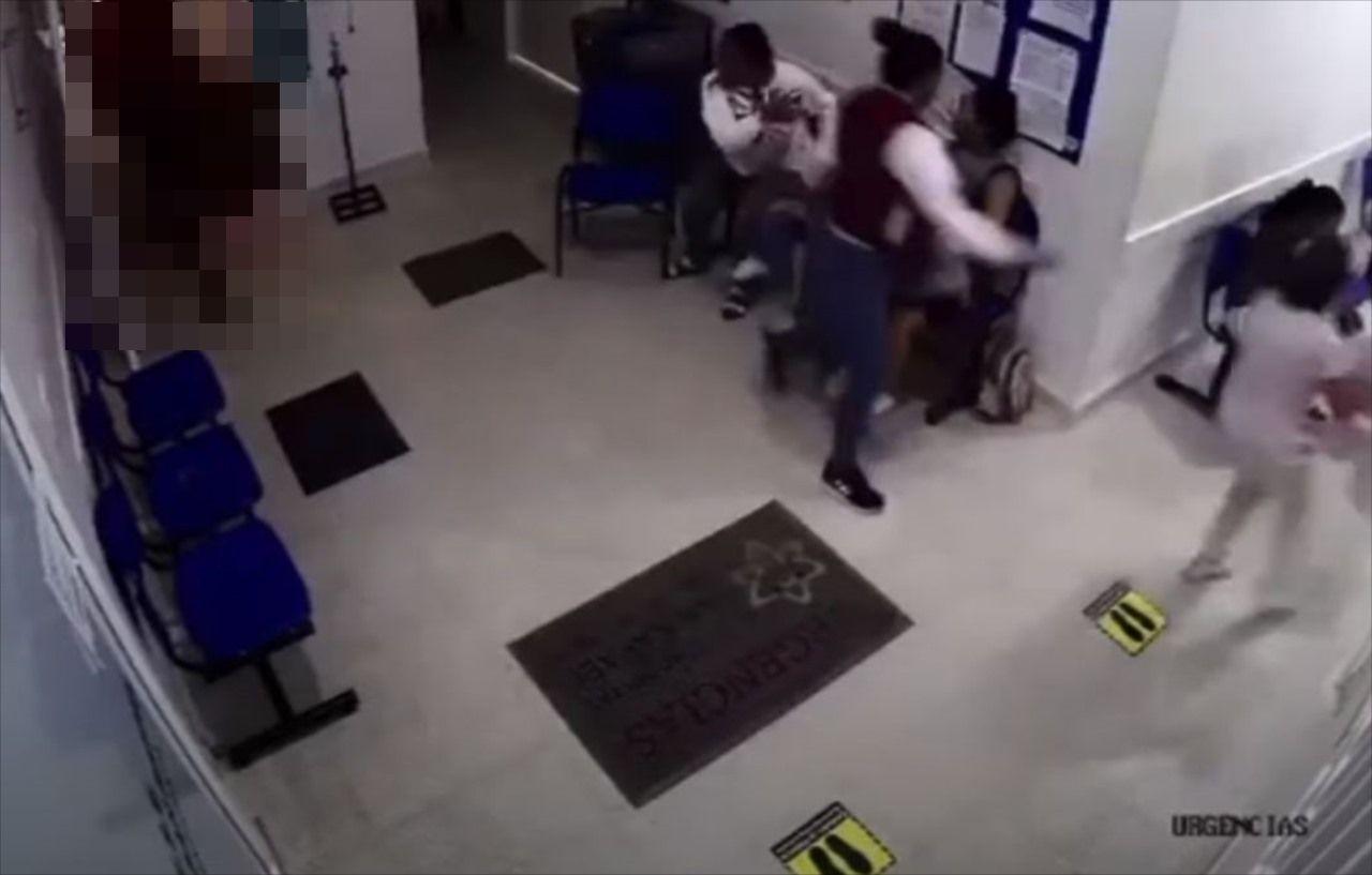病院の待合室にとある巨大な動物が乱入し、トンデモナイ事態に!一人の患者が狙われ・・・