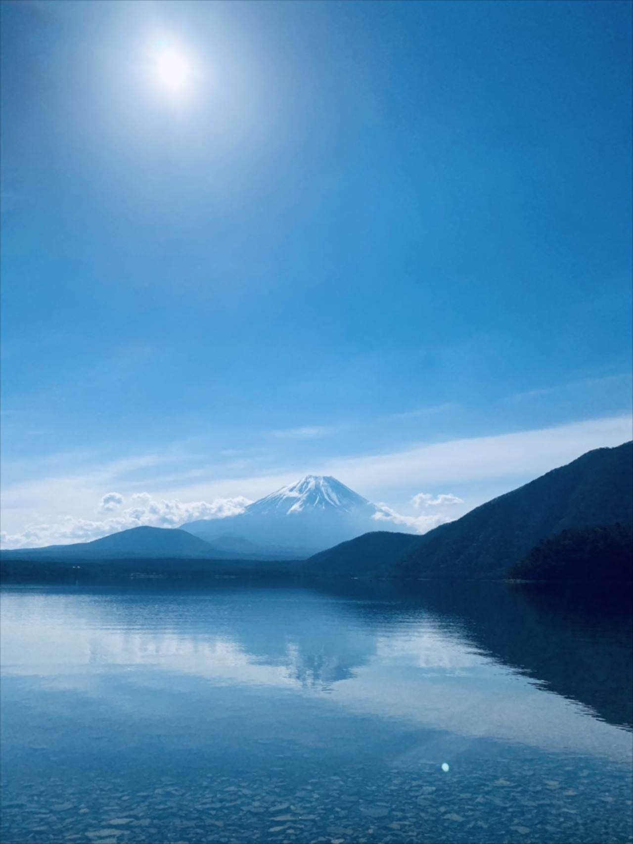 """「本当にある景色なんだ・・・」湖畔から富士山を望む光景は、財布の中にある""""アレ""""の場所だった!"""