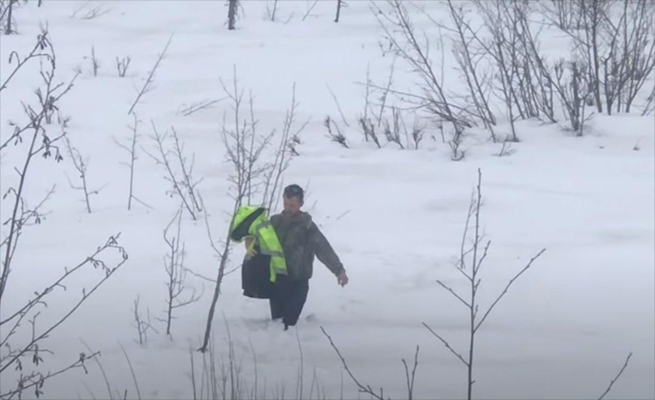 """雪の上に倒れて鳴き声をあげていた""""とある巨大な鳥""""を救助!果たして無事だったのか!?"""
