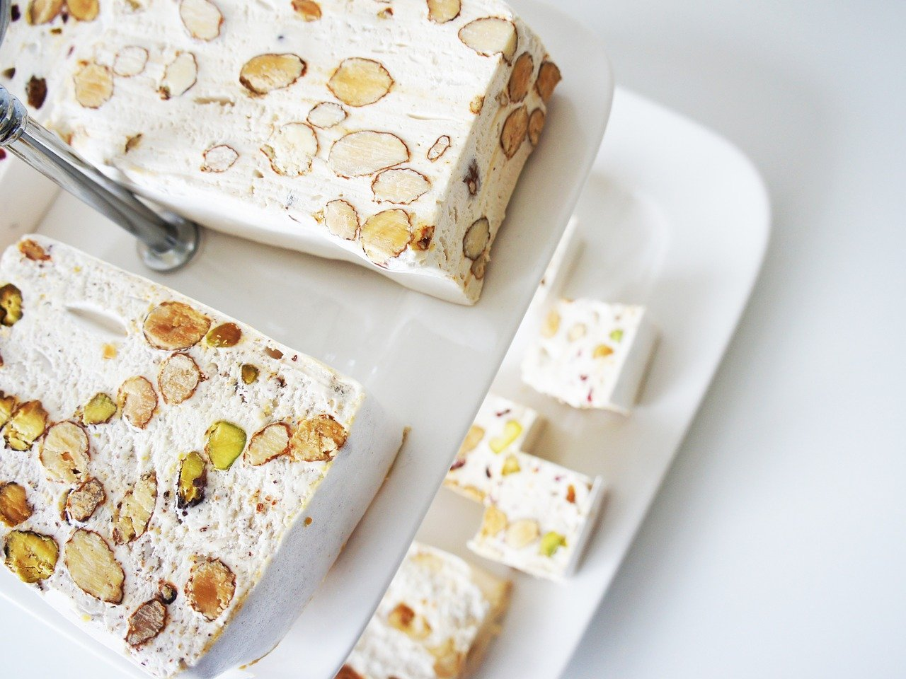 「ヌガー」はおいしいお菓子だけど、キャラメルとは何が違う?