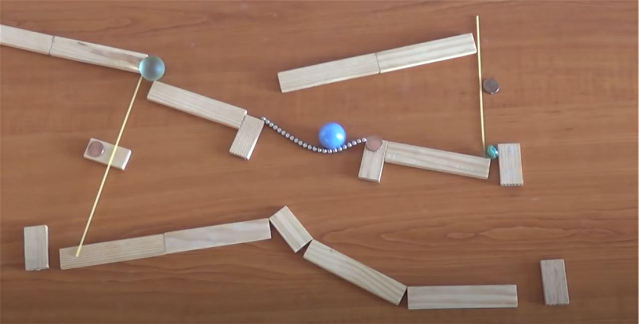 【動画】磁石を使ったピタゴラ装置が見ていて気持ちいい!