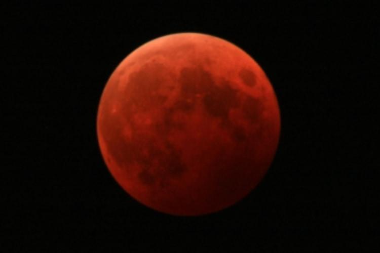 5月26日は特別な天体ショー!今年最大の満月「スーパームーン」と「皆既月食」が同時に見られる!