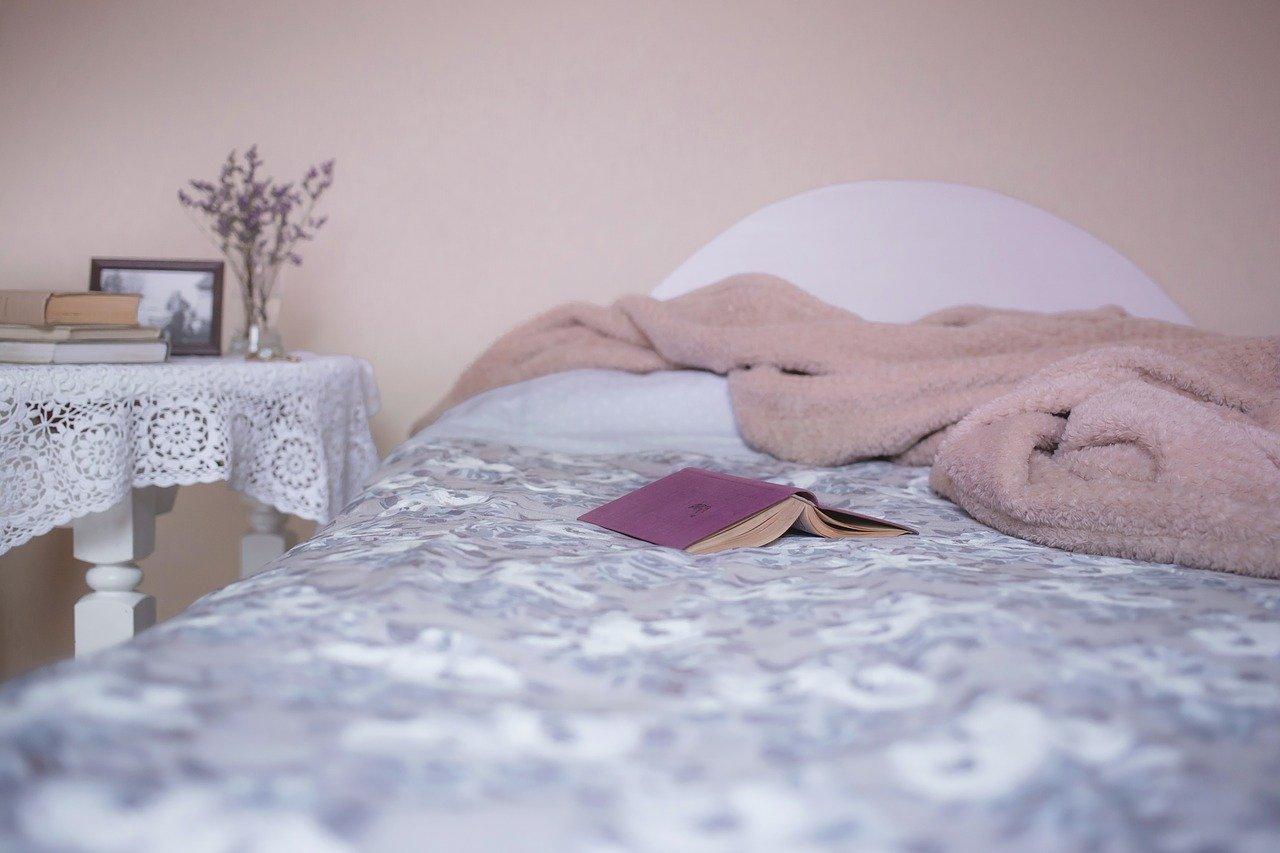 寝るために横になるのは「ベッド」?それとも「ベット」?どちらが正しいの??