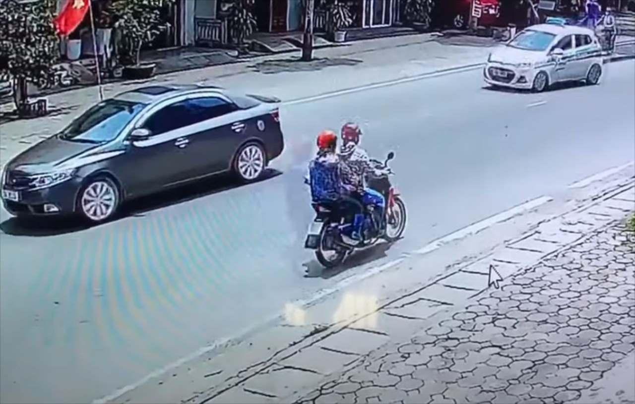【危機一髪】前方の車が急停車!!後方を走っていたタクシーは・・・どうなる?!?!