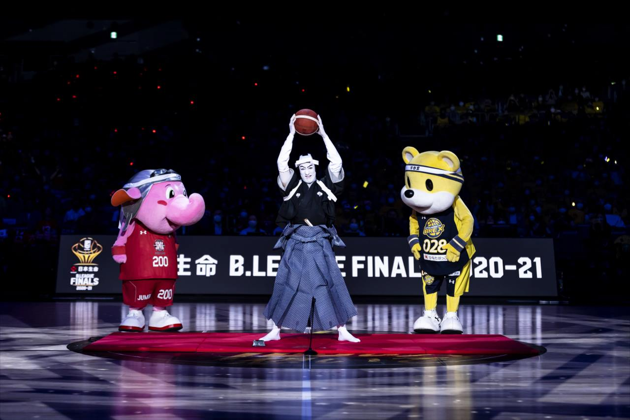【異色のコラボ】若手花形歌舞 伎役者「尾上右近」がバスケットの要素を取り込んだ歌舞伎口上を披露!