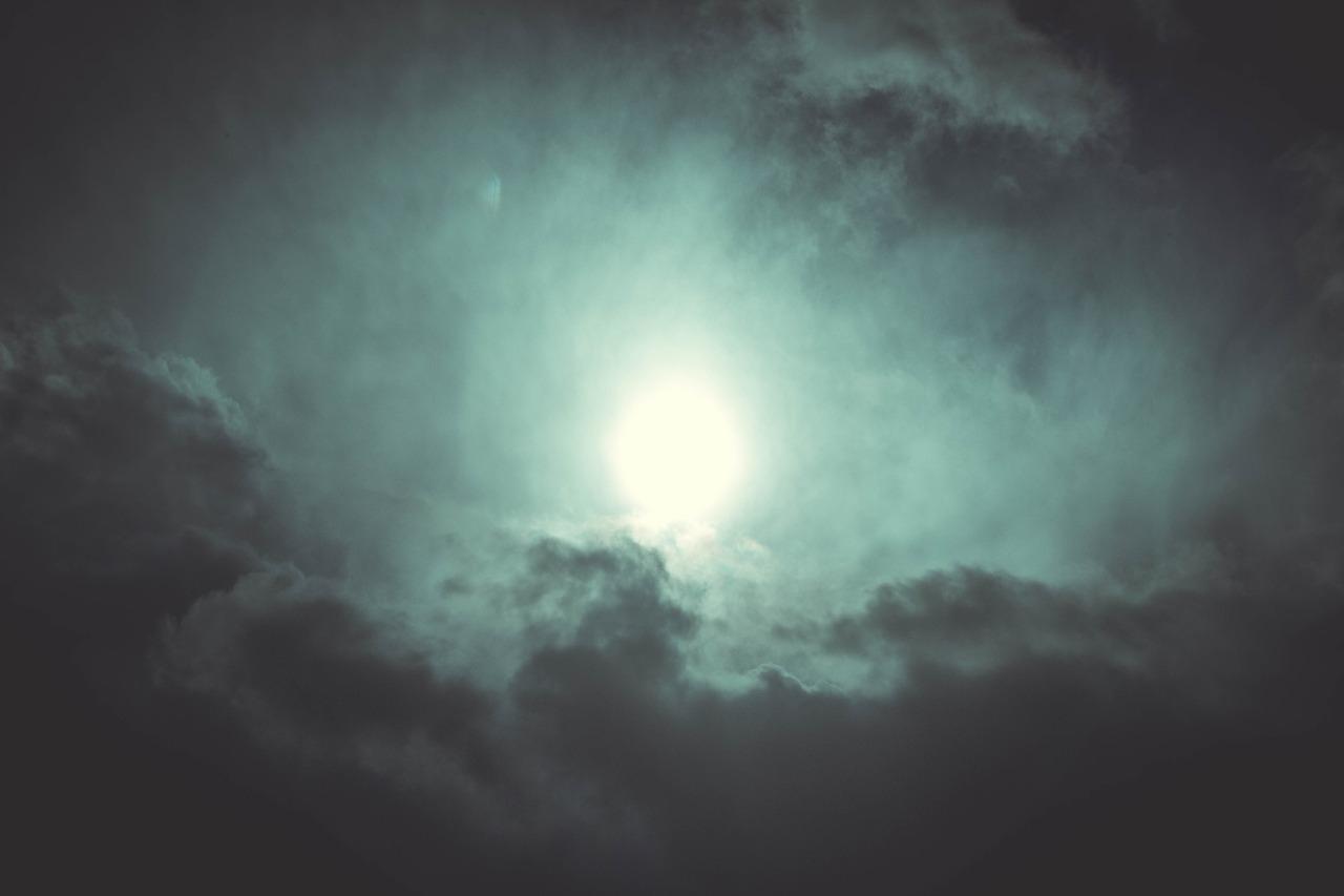 「花曇り」とはどの時期に見られるどんな天気?なぜ発生するの?