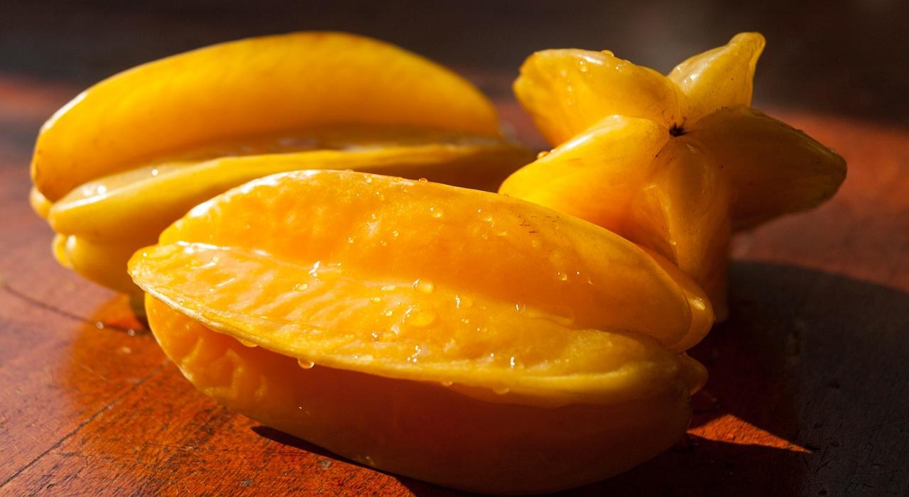 断面が星形になる「スターフルーツ」、この果物の食べ方は?皮は食べられるの??