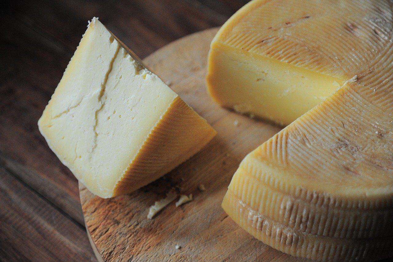 チーズは「ナチュラルチーズ」と「プロセスチーズ」の2種類あり!ところでその違いはなに?