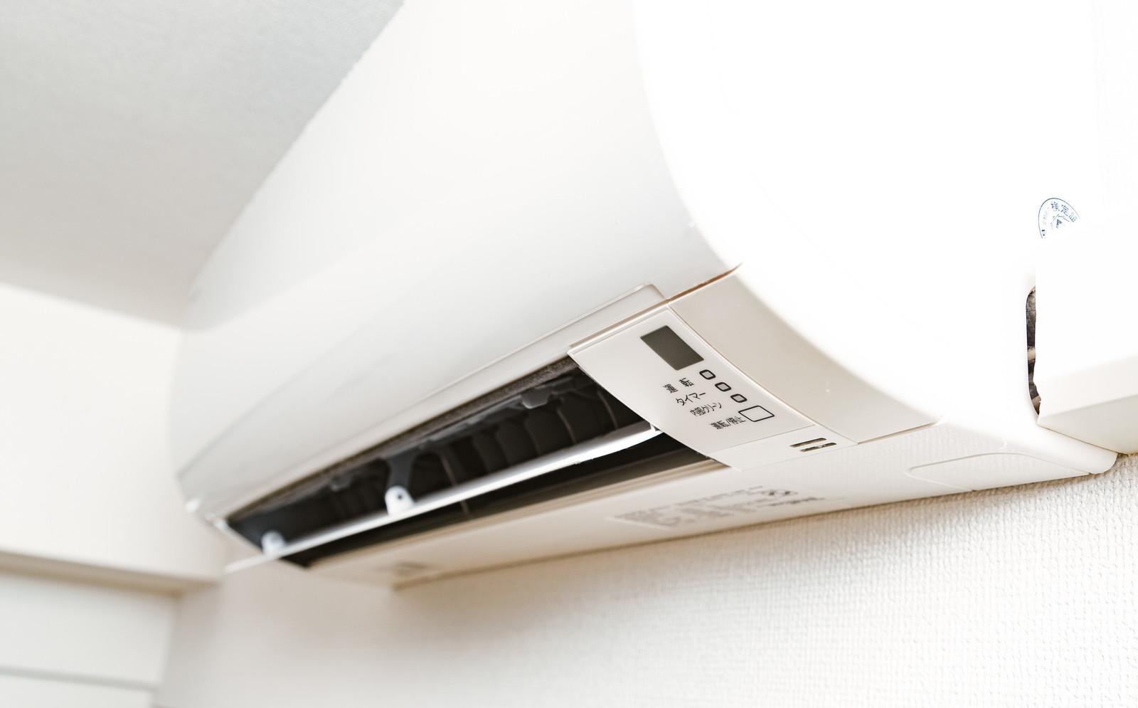 エアコンの機能「冷房(クーラー)」と「除湿(ドライ)」、どちらも涼しくなるけどどんな違いがあるの?