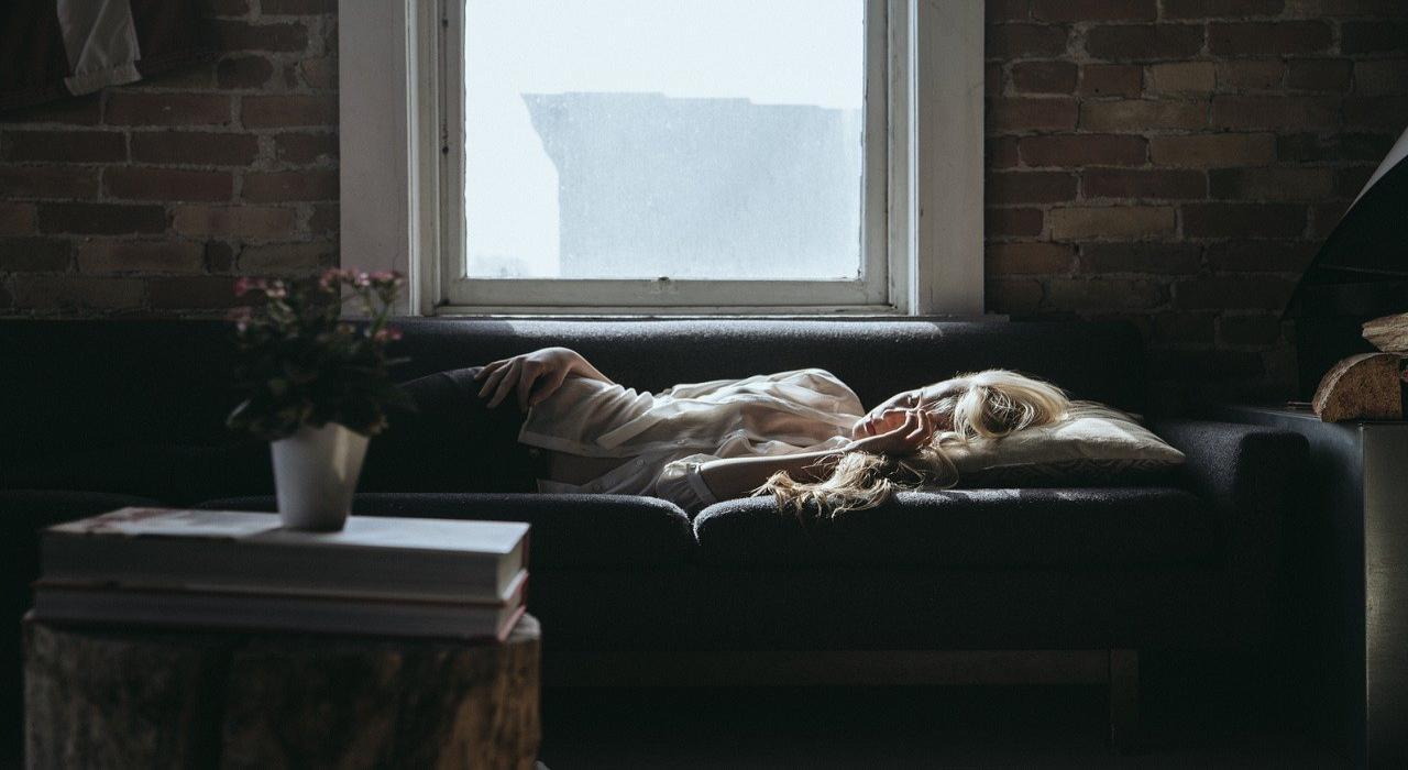 「うたた寝」と「居眠り」に違いはある?うたた寝の「うたた」って何のこと?