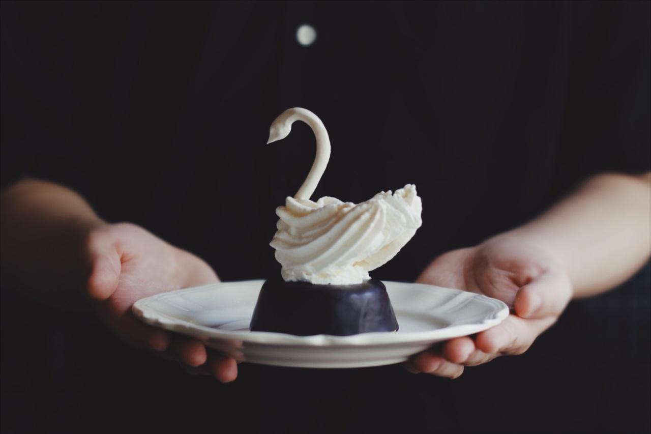 こ、これは食べられない・・・、エレガントな『白鳥のメレンゲタルト』がとても素敵!