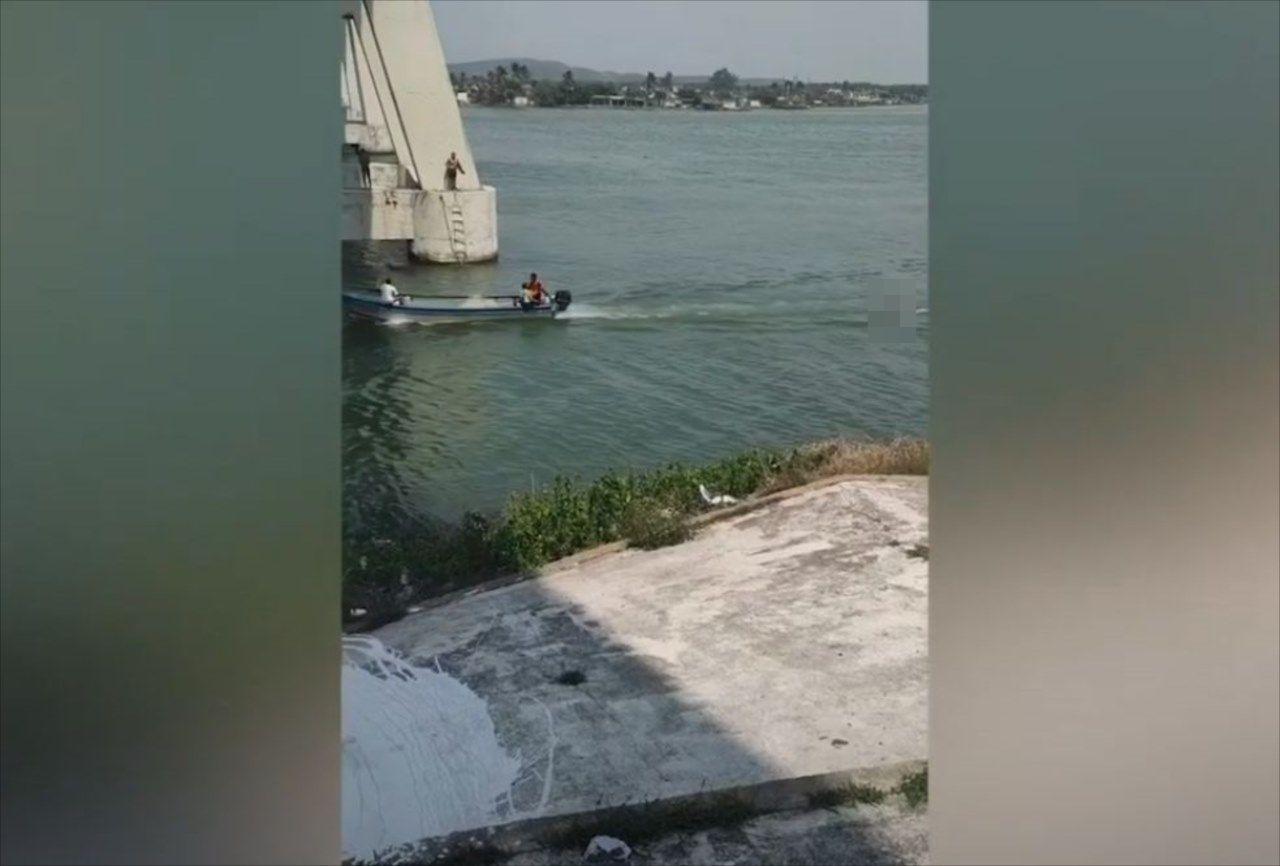 モーターボートが何かを引っ張っているので確認してみたら・・・そこには信じられない光景が!