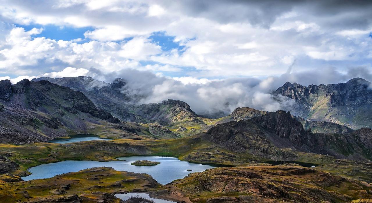 「雲泥の差」この言葉はなぜ雲と泥なの?その意味や由来を解説!