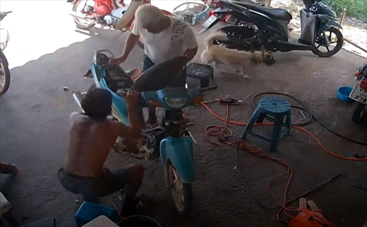 なんてこった!バイクの修理していたら・・・とんだアクシデントが発生しました!!